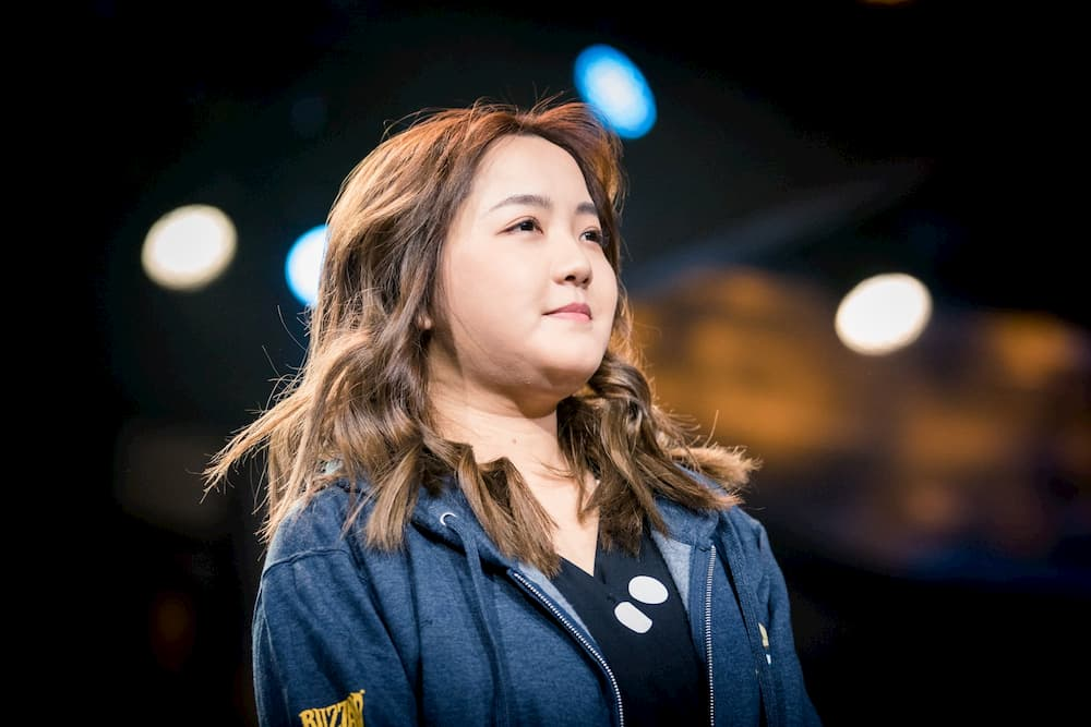 VKLiooon Writes History As First Female Champion At The Hearthstone Global Finals
