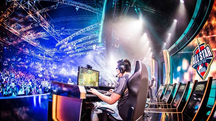 What it takes to become a Professional eSports player from an Average player